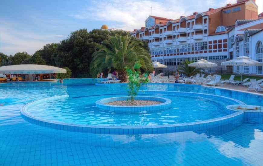 duga-uvala-outdoor-swimming-pool-870x550