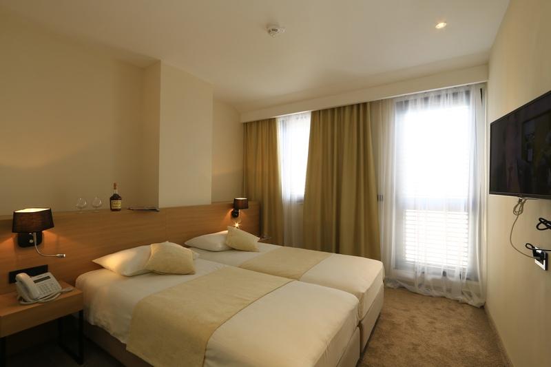 korcula_hotel_liburna_junior_suite_soba_balkon_3