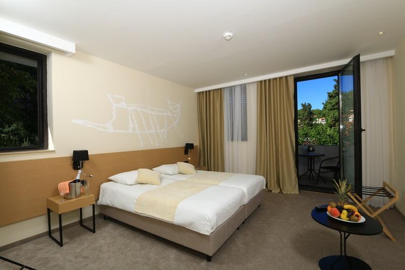 korcula_hotel_liburna_junior_suite_soba_balkon_pogled_more_4
