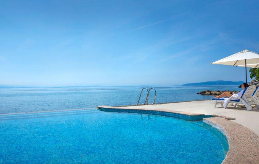 ljetovanje-Opatija-Remisens-Smart-Selection-Hotel-Istra-vanjski-bazen-2-1-870x550