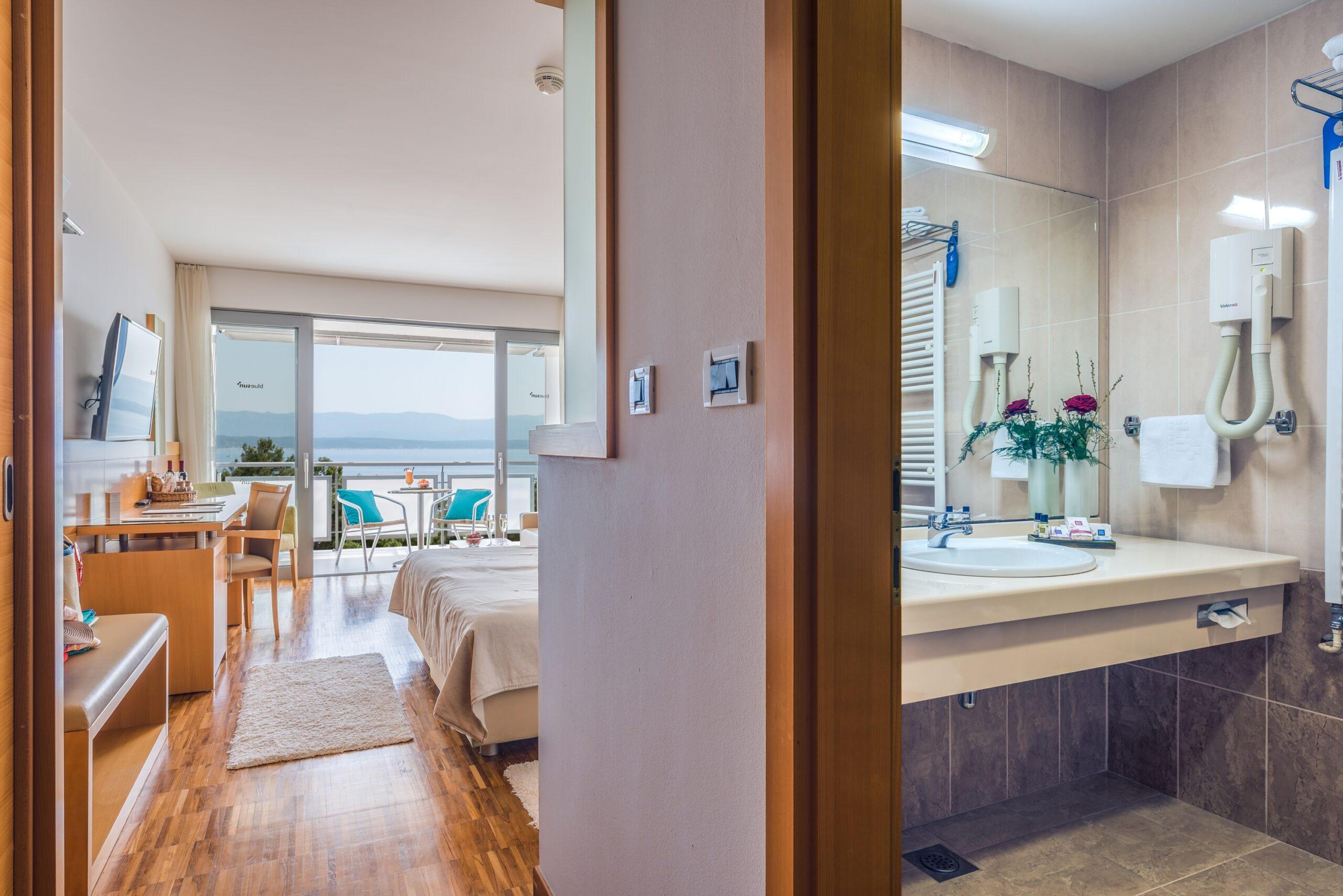 06 Hotel_Elaphusa - Premium_Double_Room_Sea_View (6)