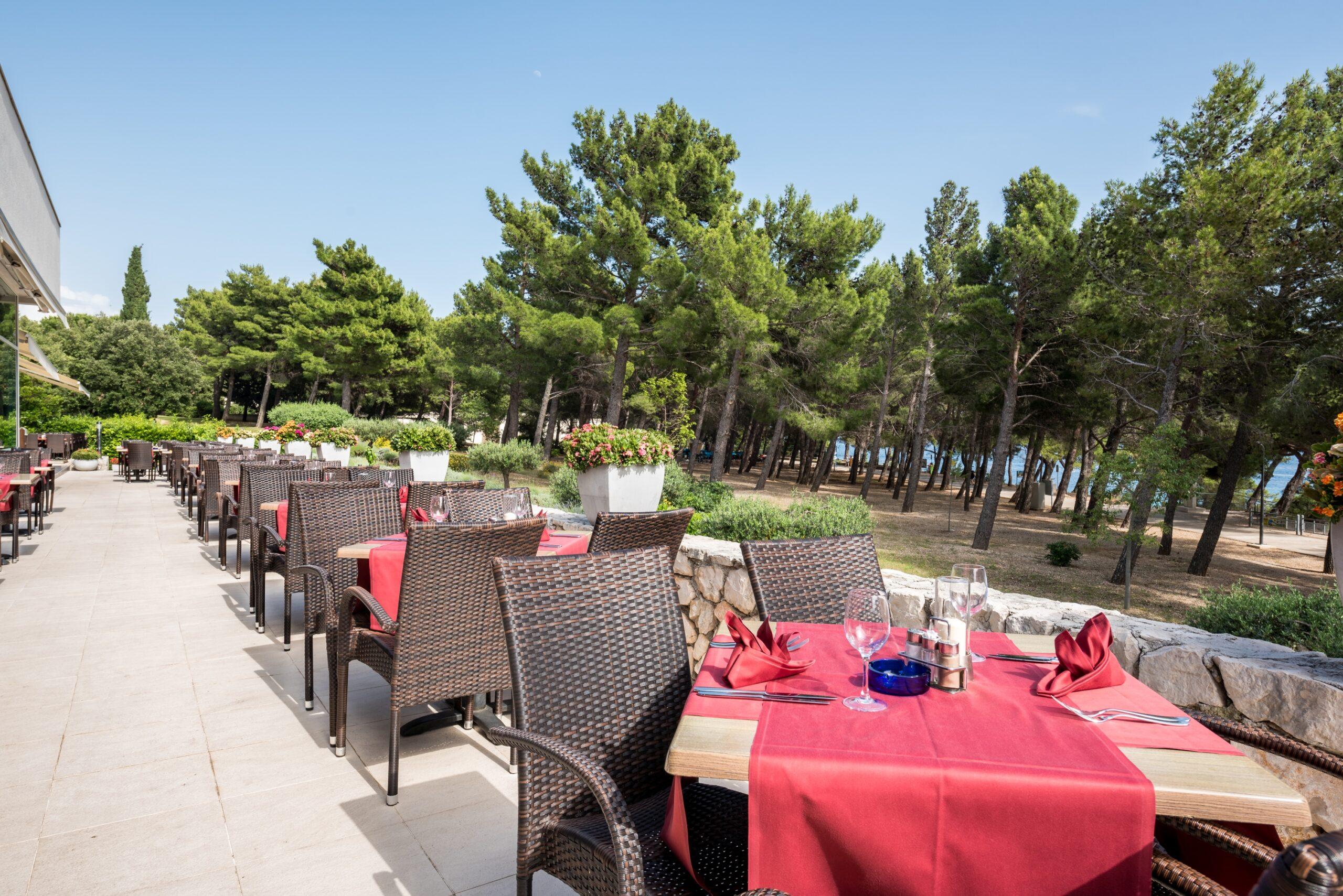 12 Hotel_Elaphusa - Restaurant_Terrace (2)