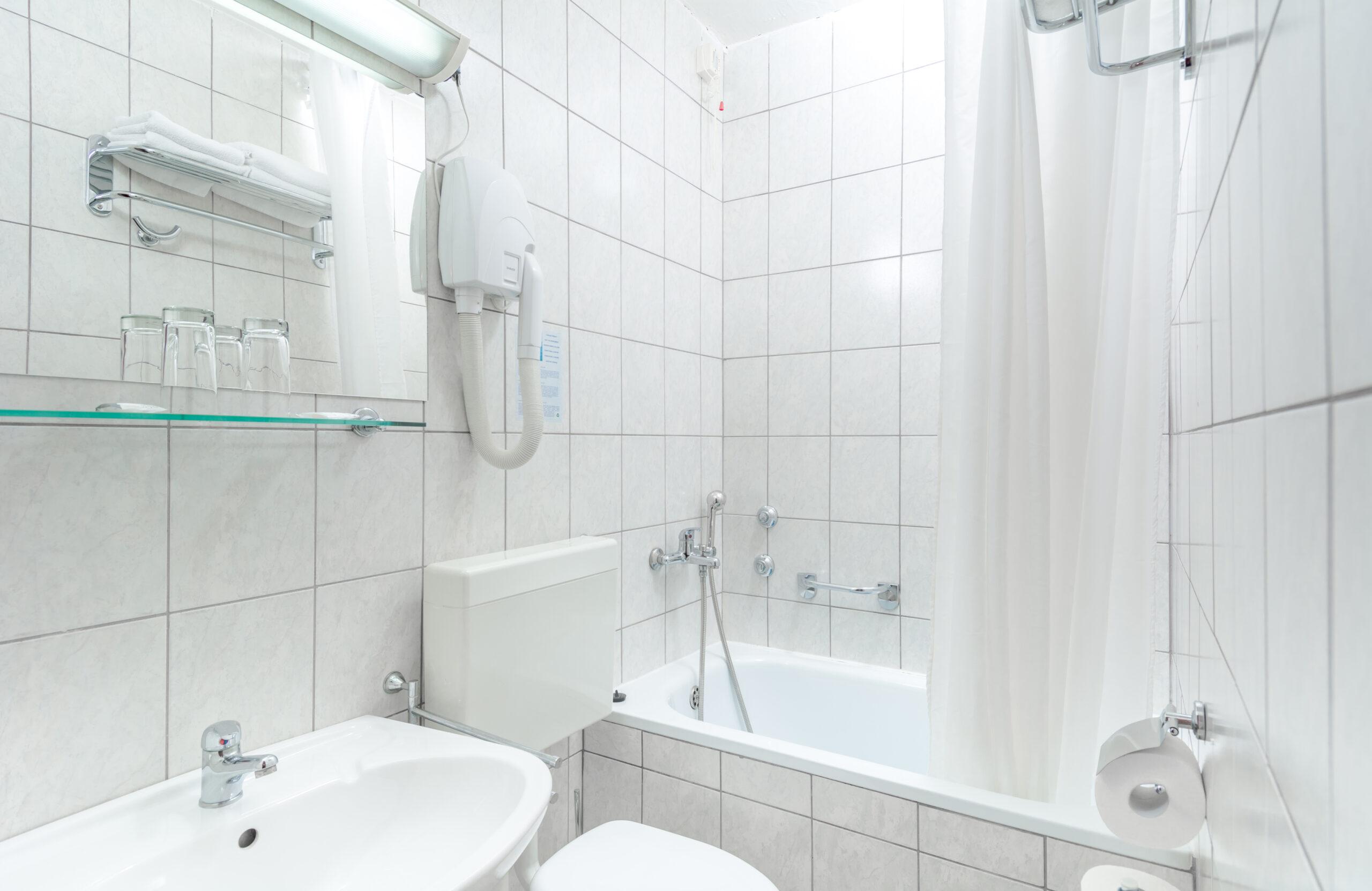 4. Standard Double Room Sea Side - Bathroom_Holiday Village Sagitta