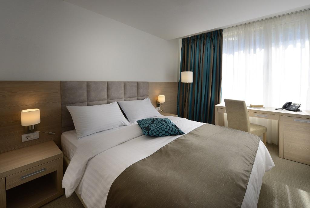 Grand-hotel-Adriatic-Opatija_3-star_park-side