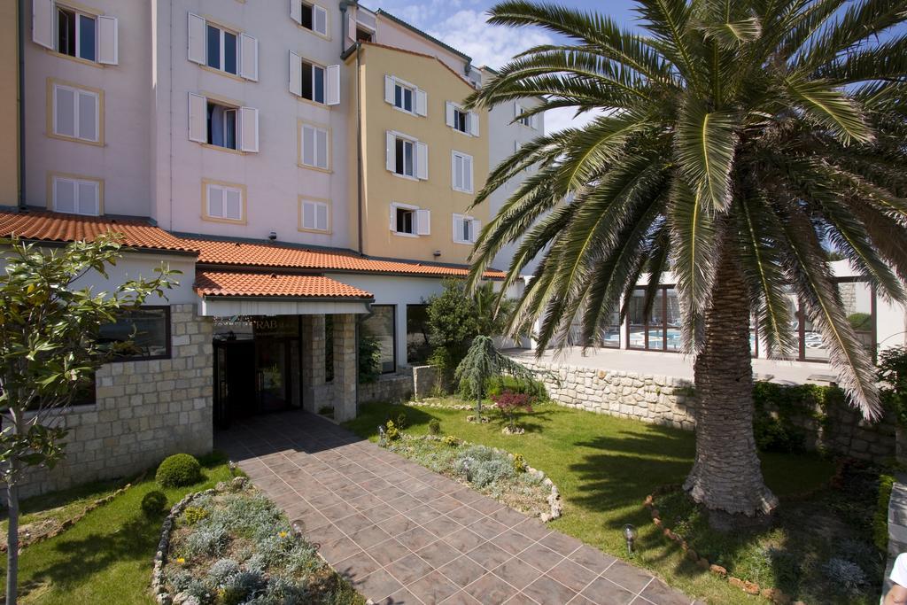 Hotel-International-Ljetovanje-na-Rabu-ulaz-u-hotel