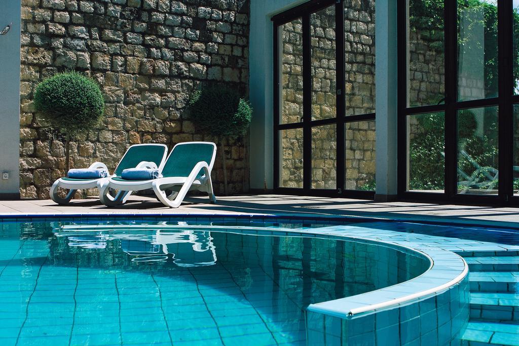 Hotel-International-Ljetovanje-na-Rabu-unutarnji-bazen