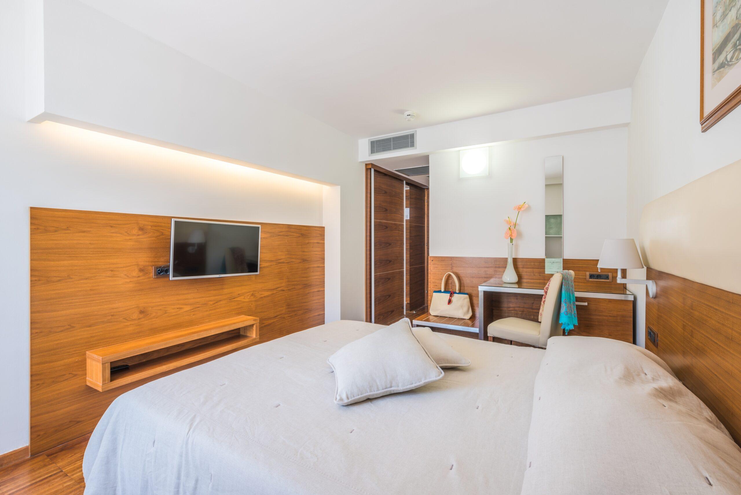 Hotel_Elaphusa - Standard_Double_Room (4)