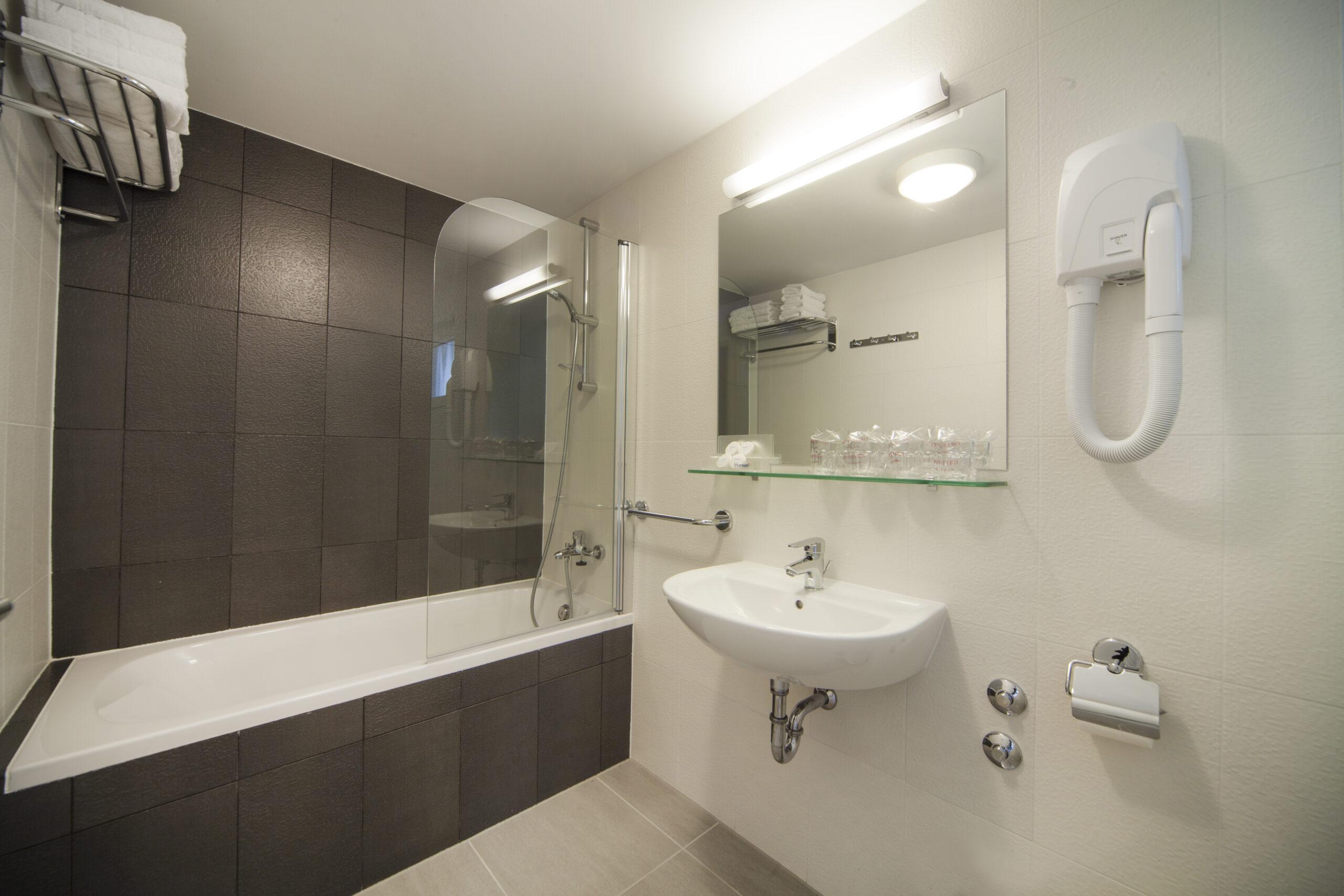 Neptun_Depadance_Family_Room - Annex - Bathroom