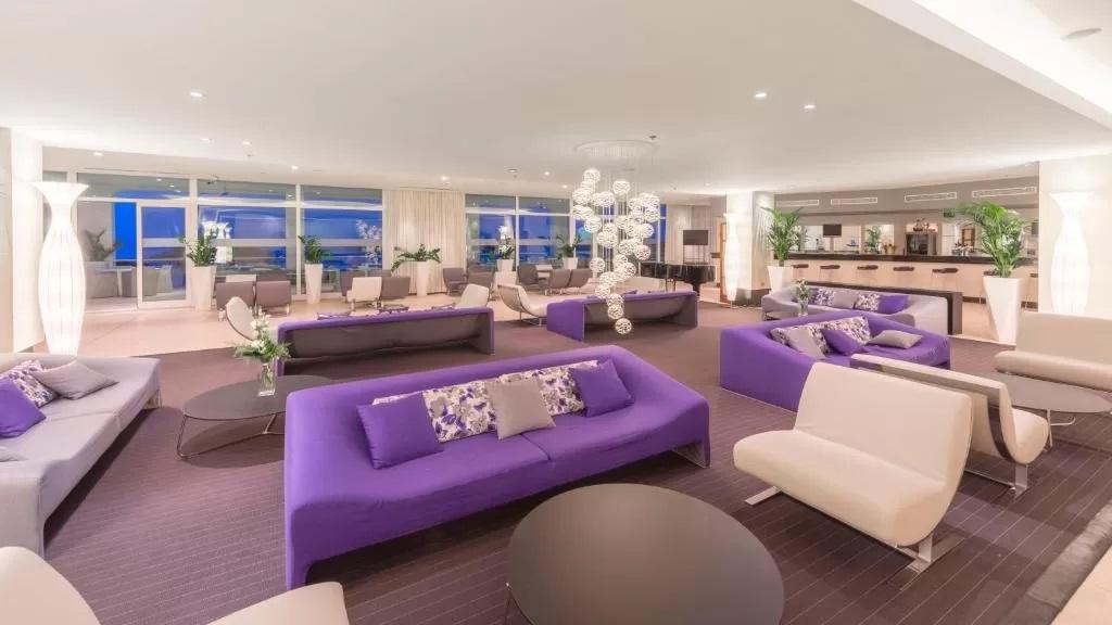 Amfora-Hvar-Grand-Beach-Resort-bar