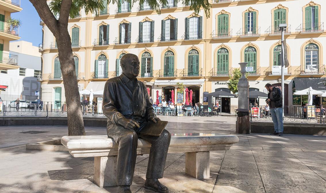 db094e_panjolska-Malaga-kip-Pabla-Picassa-na-trgu-Plaza-de-la-Merced